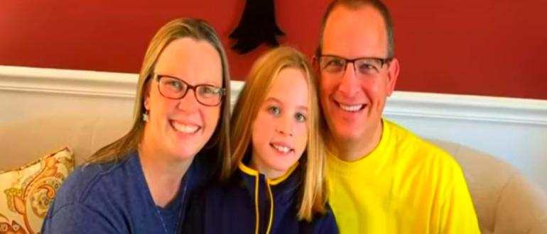 семья: мать, дочка и отец