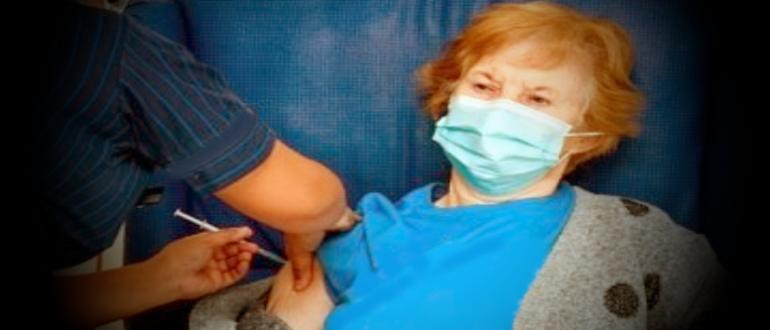 первая в мире 90 летняя Маргарет Кинан получила вакцину