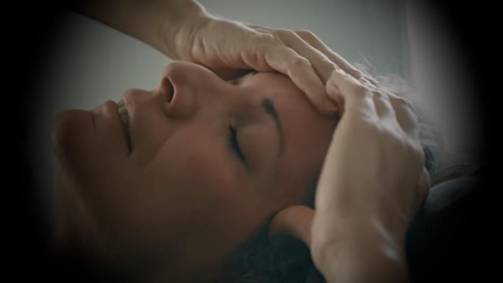 головная боль у женщины гриппообразной форме коронавируса