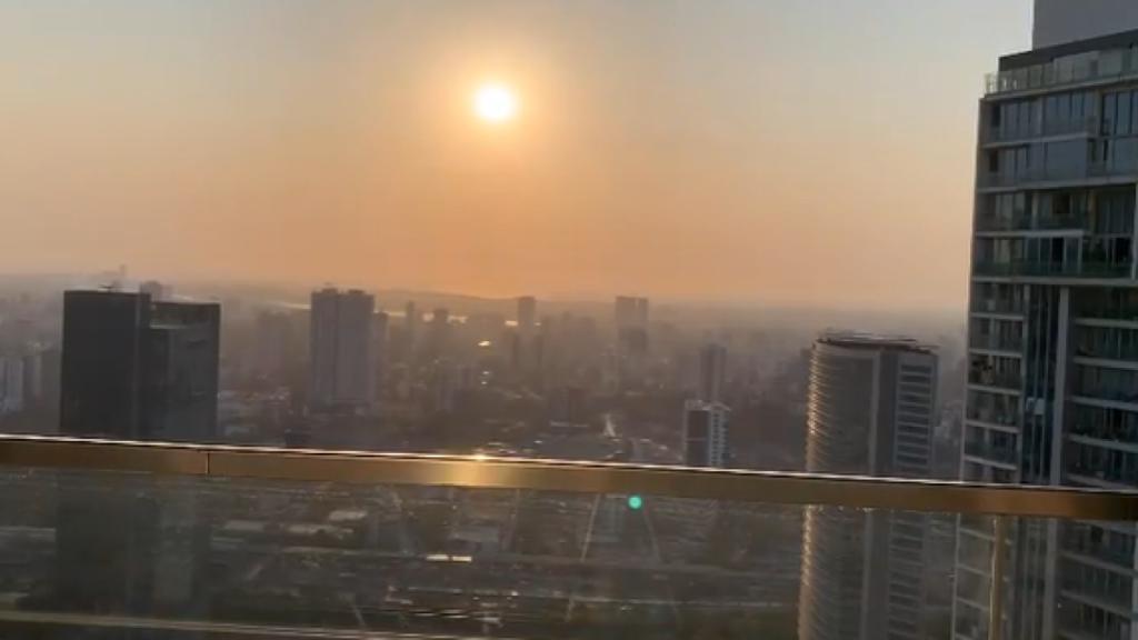 восход солнца в городе
