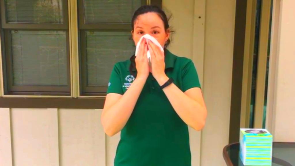 симптом коронавируса: чихание